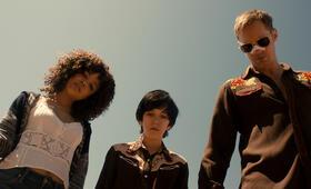 Dirty Cops - War on Everyone mit Alexander Skarsgård und Tessa Thompson - Bild 21