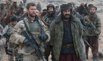 Operation: 12 Strong mit Chris Hemsworth und Navid Negahban - Bild 7