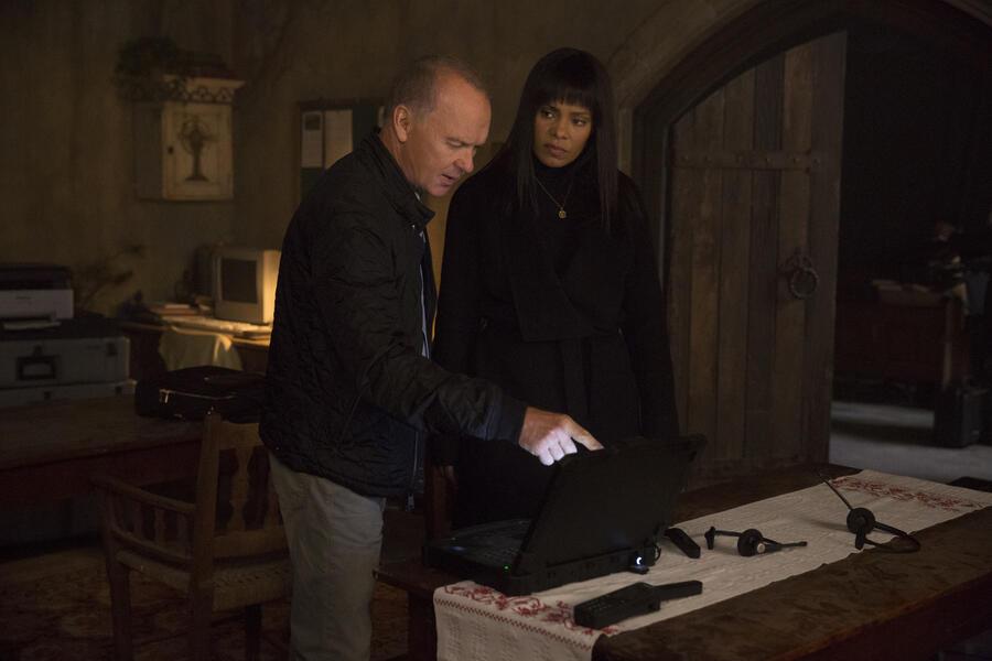 American Assassin mit Michael Keaton und Sanaa Lathan