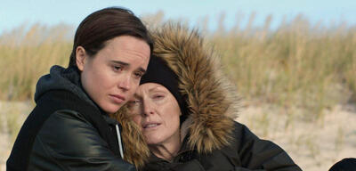 Ellen Page und Julianne More in Freeheld