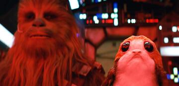 Massaker aus Star Wars 8: Chewbacca mit einem seiner unschuldigen Opfer