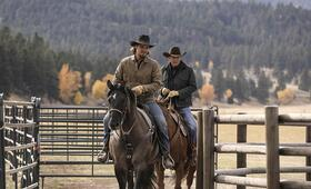 Yellowstone - Staffel 2, Yellowstone mit Kevin Costner und Luke Grimes - Bild 1