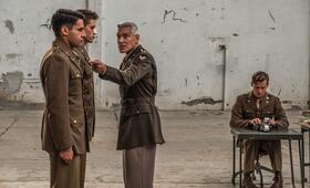 Catch-22, Catch-22 - Staffel 1 mit George Clooney und Christopher Abbott - Bild 2