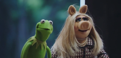 Kermit und Miss Piggy in The Muppets