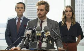 Marvel's Iron Fist, Marvel's Iron Fist Staffel 1 mit Jessica Stroup, Finn Jones und Tom Pelphrey - Bild 11
