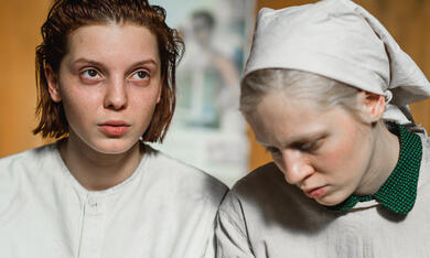Bohnenstange mit Vasilisa Perelygina und Viktoria Miroshnichenko - Bild 1