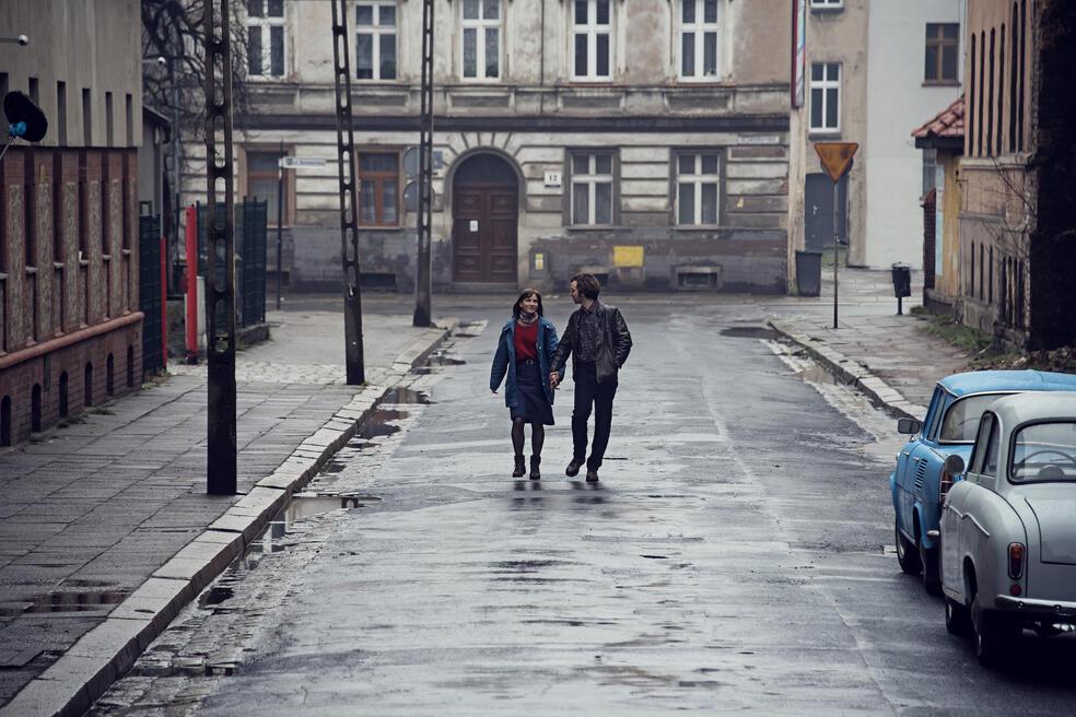 Zwischen uns die Mauer mit Lea Freund und Tim Bülow