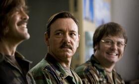 Männer, die auf Ziegen starren mit Kevin Spacey, George Clooney und Nick Offerman - Bild 5