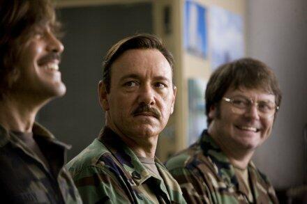 Männer, die auf Ziegen starren mit Kevin Spacey, George Clooney und Nick Offerman