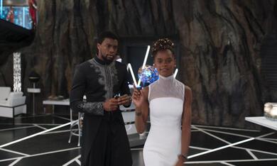 Black Panther mit Chadwick Boseman und Letitia Wright - Bild 7