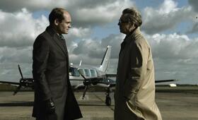 Toby Esterhase (David Dencik) wird von George Smiley (Gary Oldman) unter Druck gesetzt - Bild 14