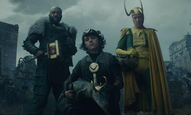 Loki, Loki - Staffel 1, Loki - Staffel 1 Episode 5 mit Richard E. Grant, Deobia Oparei und Jack Veal - Bild 9