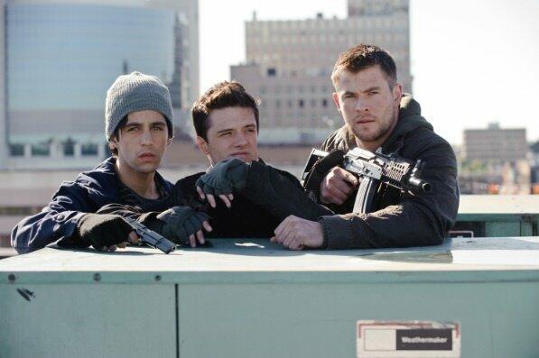 Red Dawn mit Chris Hemsworth, Josh Hutcherson und Josh Peck