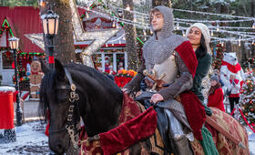 The Knight Before Christmas mit Vanessa Hudgens und Josh Whitehouse - Bild 10