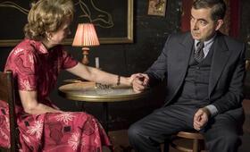 Kommissar Maigret: Die Tänzerin und die Gräfin mit Rowan Atkinson und Lorraine Ashbourne - Bild 6