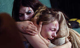 Ghostland mit Taylor Hickson und Emilia Jones - Bild 2