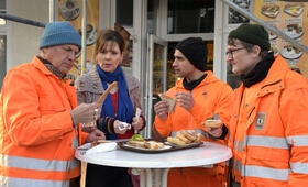 Die Drei von der Müllabfuhr - Dörte muss weg mit Uwe Ochsenknecht, Daniel Rodic, Adelheid Kleineidam, Jörn Hentschel und Rainer Strecker - Bild 8