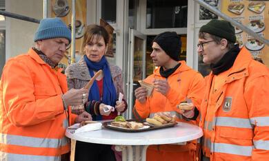 Die Drei von der Müllabfuhr - Dörte muss weg mit Uwe Ochsenknecht, Daniel Rodic, Adelheid Kleineidam, Jörn Hentschel und Rainer Strecker - Bild 10