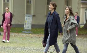 Götter in Weiß mit Claudia Michelsen und Anneke Kim Sarnau - Bild 27