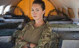 Eine Frau an der Front, Staffel 1 mit Lacey Turner - Bild 19