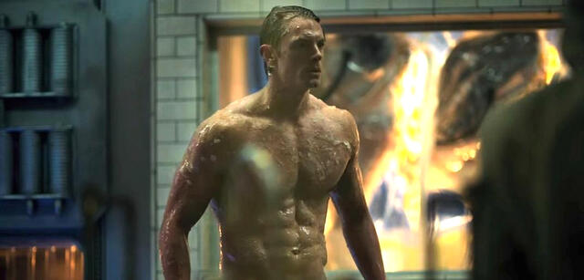 Joel Kinnaman nackt in Altered Carbon