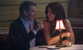 The Only Living Boy in New York mit Kate Beckinsale und Pierce Brosnan - Bild 112