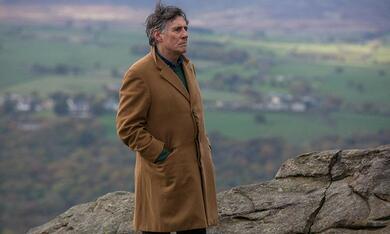 Lies We Tell - Gefährliche Wahrheiten mit Gabriel Byrne - Bild 9