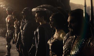 Zack Snyder's Justice League mit Ben Affleck, Gal Gadot, Henry Cavill, Jason Momoa und Ezra Miller - Bild 1