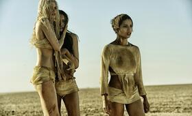 Mad Max: Fury Road mit Courtney Eaton und Abbey Lee - Bild 14