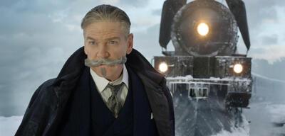 Kenneth Branagh vor dem Orient-Express