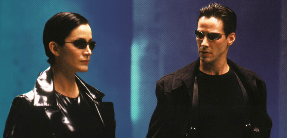 Carrie-Anne Moss als Trinity und Keanu Reeves als Neo in Matrix