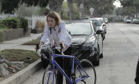 Izzy Gets the F*ck Across Town mit Mackenzie Davis - Bild 21