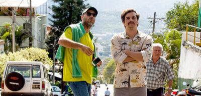 José Padilha undWagner Moura am Set von Narcos