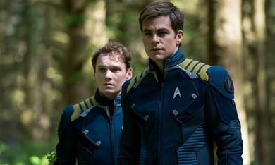 Star Trek Beyond mit Chris Pine und Anton Yelchin - Bild 2