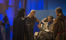 Thor 3: Tag der Entscheidung mit Tom Hiddleston, Chris Hemsworth und Taika Waititi - Bild 119