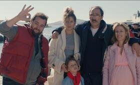 Das unerwartete Glück der Familie Payan mit Karin Viard, Antoine Bertrand, Stella Fenouillet, Manon Kneusé und Philippe Rebbot - Bild 6