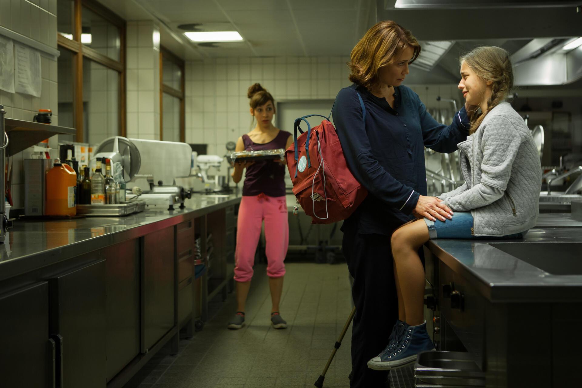 ... Zweibettzimmer Mit Anja Kling, Lene Oderich Und Carol Schuler   Bild 49  ...