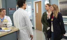 Grey's Anatomy - Staffel 15, Grey's Anatomy - Staffel 15 Episode 24 mit Ellen Pompeo, Camilla Luddington und Giacomo Gianniotti - Bild 6