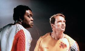 Running Man mit Arnold Schwarzenegger und Yaphet Kotto - Bild 212