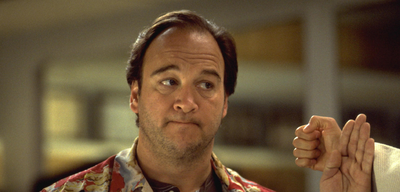 James Belushi in Joe Jedermann