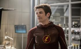 Grant Gustin in The Flash - Bild 31