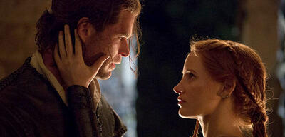 Chris Hemsworth und Jessica Chastain in The Huntsman & The Ice Queen