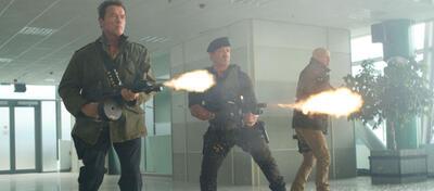 Sie schießen scharf gegen jeden Konkurrenten um den Thron - The Expendables 2