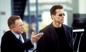 Eraser mit Arnold Schwarzenegger und James Caan - Bild 8
