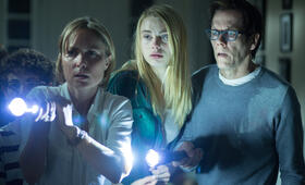 The Darkness mit Kevin Bacon, Radha Mitchell, Lucy Fry und David Mazouz - Bild 17