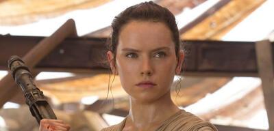 Daisy Ridley als Rey in Star Wars: Episode VII - Das Erwachen der Macht