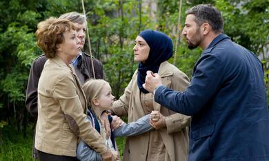 Das deutsche Kind mit Katrin Sass, Murathan Muslu, Neshe Demir und Malina Harbort - Bild 1