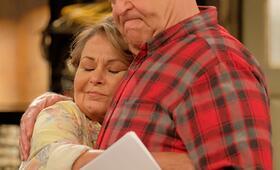 Roseanne Revival, Roseanne Revival - Staffel 1 mit John Goodman und Roseanne Barr - Bild 14