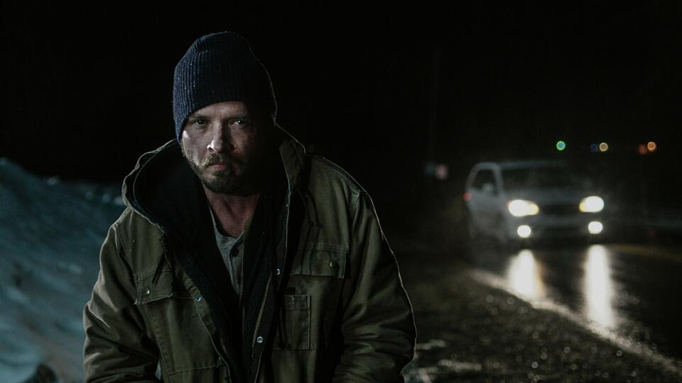 The Unseen mit Aden Young