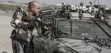 Bild zu:  Matt Damon mit Exoskelett in Elysium